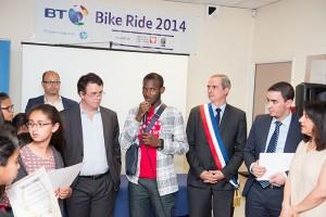 Jérôme Boillot de British Telecom, Lassana Bathily et le maire de Sartrouville Pierre Fond, à la remise des diplômes d'ECD Sartrouville.
